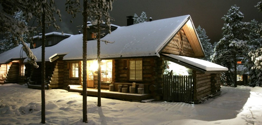 Finland_Lapland_Levi_Levi_log_cabins_at_night.jpg